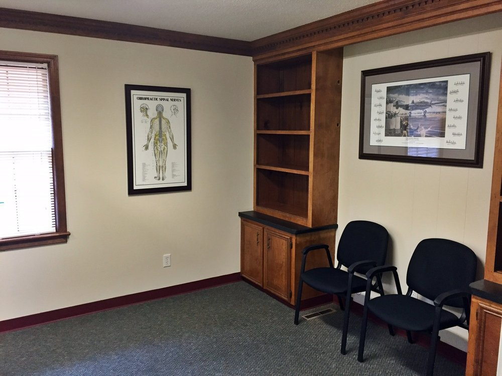 Additional seating in another adjustment room for chiropractic care and adjustments